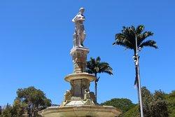 Place des Cocotiers , fontaine Céleste ;celestial fountain