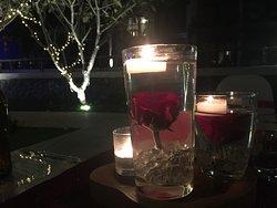 Здесь видно, что роза в воде и внизу лёд, - красиво!