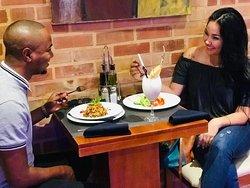 #Shiina en nuestro #Bar #restaurante  Que honor!!🤣😍 #musicacubana #artistasecuba #cantante #cantantedecuba #fotosdecantantescubanas #mujercubana #fotosdemujercubana #piñacolada #coteles #ensaladadeestacion #berenjenaparmesana