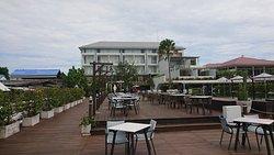 海側からのホテル