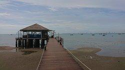 カフェに続く桟橋
