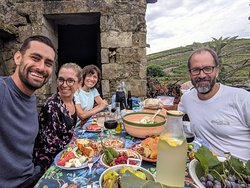 Time to a typical picnic with local products and Douro red and generous wine.