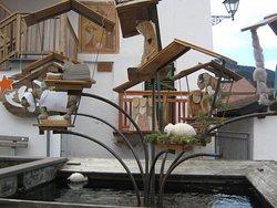 Particolari di fontana davanti a casa privata
