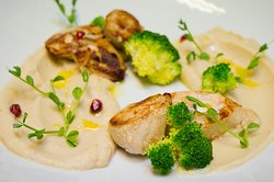 This little piece of art is called 👉 Turkey fillet stuffed with chestnuts and cheese! It's served with celery puree and broccoli decorated with pomegranate and fresh microgreens. His author creates in our kitchen...❤️