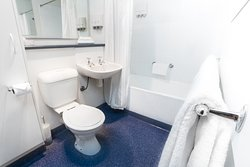 Executive Twin Studio Bathroom