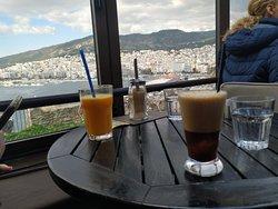 Όμορφη θέα, ήσυχο μέρος, ωραίος καφές