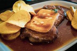 Bife da Vazia com queijo da Serra da Estrela