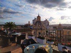 Superbe vue sur Rome depuis le toit terrasse de l'Hôtel.