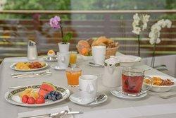 Aparthotel Garni dala Leukerbad - bedienen Sie sich herzhaft an unserem reichhaltigen Frühstücksbuffet - um gestärkt einen ereignisvollen oder entspannten Tag in Leukerbad zu geniessen