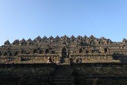 Borombudur es un templo mágico, precioso. Cuando llegas al amanecer para nada piensas lo que vas a descubrir cuando salga el sol.