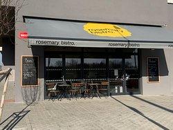 Rosemary Bistro. se po roce příprav otevřelo.