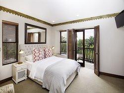 Mont d'Or Bohemian House Garden Suite 5