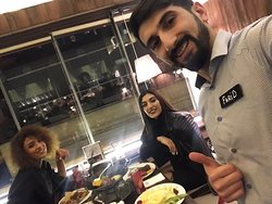 Cox sevdiyim restoranlardan biridi.personal xidmet cox gozeldi. Ofsiant Farid Tapdiqli tewekurumuzu bildiririk yuksek servis her zaman guleruz ve zarafatcil oldugu ucun bir daha gelecem