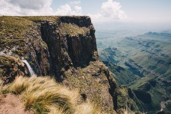 Tugela Falls view from the top of the plateau  - https://anywhereweroam.com/drakensberg-amphitheatre-tugela-falls-hike/