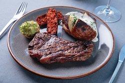 Carne Asada con papa horno y aguacamole