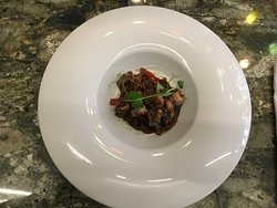 Sepia de pincho con cebolla, tomate, piquillo y tomillo