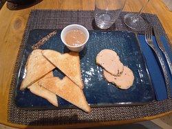 Foie gras maison, compotée de fruits de saison