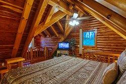 Donna's Premier Lodging Log Cabin bedroom