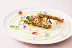 とうきょうサラダ、ズワイ蟹、もち麦のサラダ エクレア仕立て 桜のヴィネグレットソース / TOKYO SALAD, Crab, Pearl Salad with Cherry Blossoms Vinegar Sauce