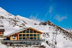 Das Restaurant Eigernordwand zählt zu den Perlen in der Jungfrau Region. Das neu renovierte Restaurant steht auf der Kleinen Scheidegg auf 2070m inmitten alpiner Schönheit über Grindelwald und Wengen.