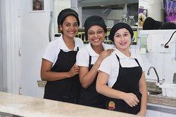 Carol, Ingrid e Joyce, as simpáticas funcionárias