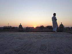 visite qui se termine sur une terrasse juste au moment du coucher de soleil !