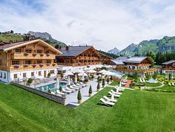 Burg Vital Resort 5*S Aussenaufnahme im Sommer