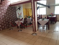 Good hotel with restaurant and bar in Mutsamudu