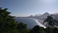 Vista para a Praia do Leme e Copacabana (Um ângulo entre os vários outros a se contemplar).