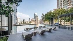 Oakwood Suites Bangkok's salt water infinity pool