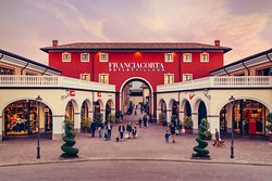 ‪Franciacorta Outlet Village‬