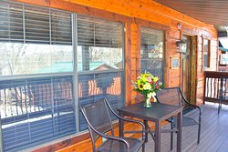 Exterior of Jax Cabin, a lakefront cabin. We have cabins ranging from one to seven bedrooms for the family.
