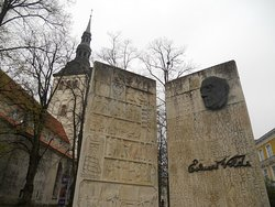 Kirjanik Eduard Vilde (monument)