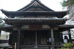 神社の手前にある仙岳院。仙台藩内の寺院の序列において,最高位の一門格の寺であり、東照宮や中尊寺の別当寺だったそうです。