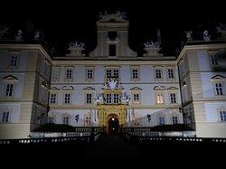 夜のヴァルチツェ城