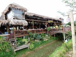 Le restaurant dans la campagne de Trang