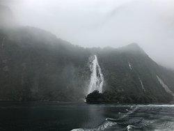 最初に見える大きな滝です。