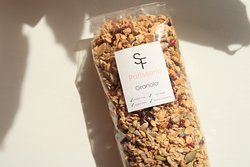 Our handmade granola is made offwhole grain oats, honey, roasted almond flakes, sunflower seeds, pumpkin seed, dried fruit and other very nutritious ingredients. Perfect for healthy breakfast!    Weight: 300g    ✓ Gluten-Free  ✓ High in Fiber  ✓ Low in sugar  ✓ Full of vitamins and minerals
