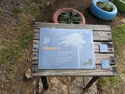 Sign asking for silence in the Avri Park.