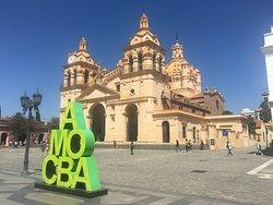 Plaza San Martín con la Catedral