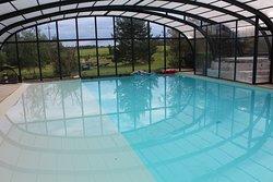la ferme de couffy vue de la piscine couverte sur le vignoble du val de loire