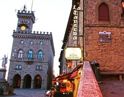 a few meters from Fantini Pelletteria, there is the government building of San Marino. Magnificent