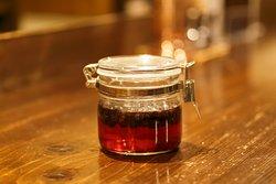 育てたブルーベリーなど旬の果実をシロップ漬けにしています。お酒やヨーグルトのソースに利用したり用途は様々です。