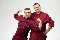 Küchenchef und Sous Chef im Einsatz für kulinarische Highlights
