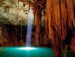 Venez vous rafraichir dans ce magnifique Cenote prés de Merida