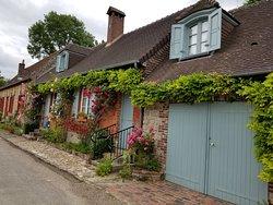ジェルブロア こんな素敵な外観のお家の中はどんなだろう。