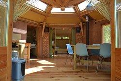 L'hexagone, un logement insolite en paille et argile pour 4 personnes