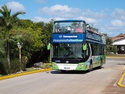 Автобус, ездящий по острову.