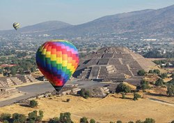 geo_ngo Fly in a balloon over Teotihuacán and enjoy a fascinating and unique landscape in the world. @geo_ngo