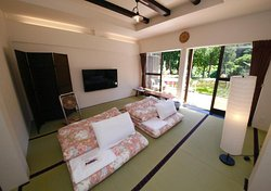 ●Family Japanese-style room on Ground floor with Private Bathroom.Max adults:5. Max children:1 (0~6years old)  ●ファミリールーム和室1階、専用シャワー室、トイレ付 最大定員大人5名様:最大定員お子様1名様(0~6歳)